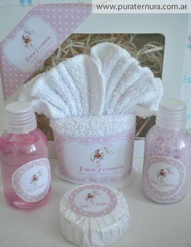 Set spá de 4 unidades chico Incluye jaboncito, jabón líquido, sales aromáticas y suave toallita.