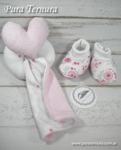 Set 3 unidades sonajero , babita y escarpines colores nena,nene y unisex ideal regalito de nacimiento